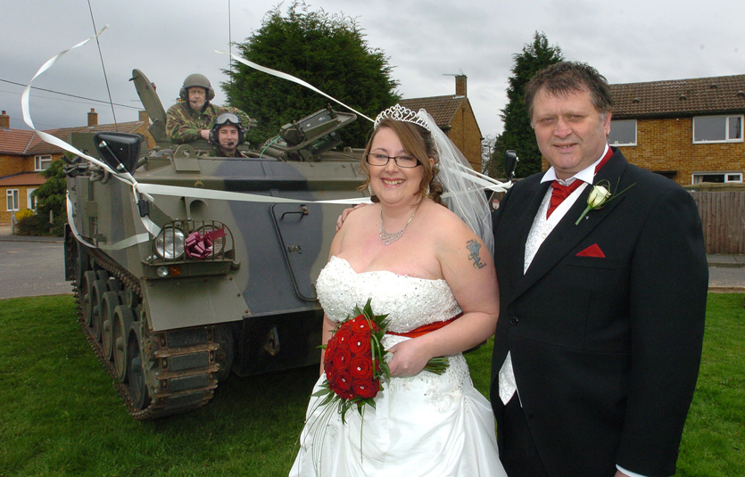 Couple arrived to their wedding in a TANK!