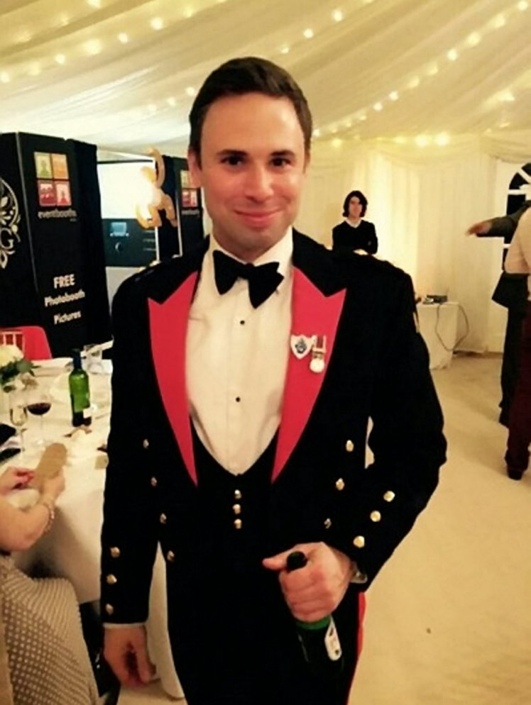 MINUTES APPLAUSE FOR ARMY HERO DIED IN MARATHON AT ARMY RUGBY MATCH