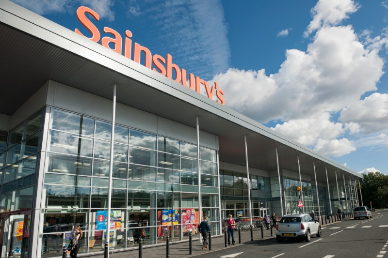 WOMAN NEARLY CHOKES ON INCH LONG CHICKEN BONE IN SAINSBURY'S PIZZA