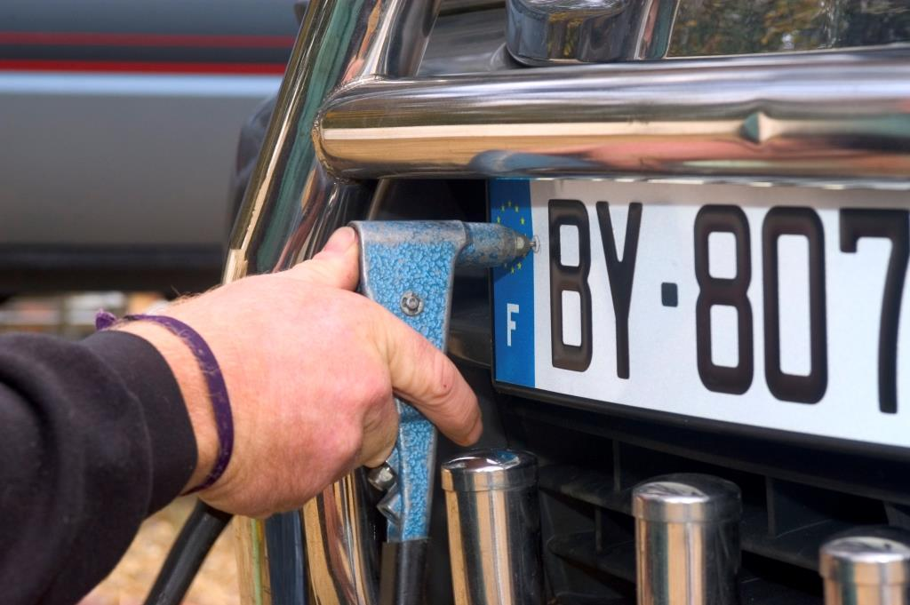 DVLA Cashes in on 250 GT Plate