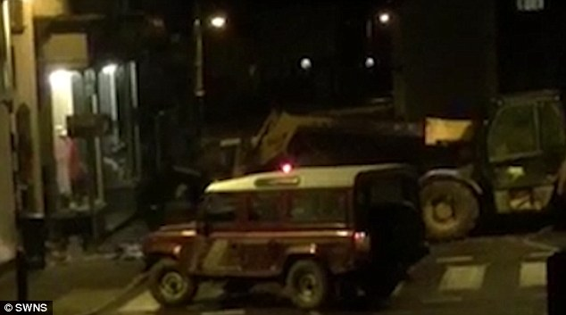 SHOCKING VIDEO SHOWS THIEVES STEAL ATM MACHINE USING FORKLIFT TRUCK