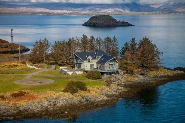 STUNNING HOME WITH OWN PRIVATE ISLAND ON SALE LESS THAN LONDON STUDIO