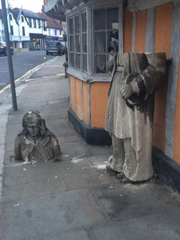 "CCTV RELEASED OF THUGS ""BEHEADING"" 150-YEAR-OLD HISTORICAL STATUE"