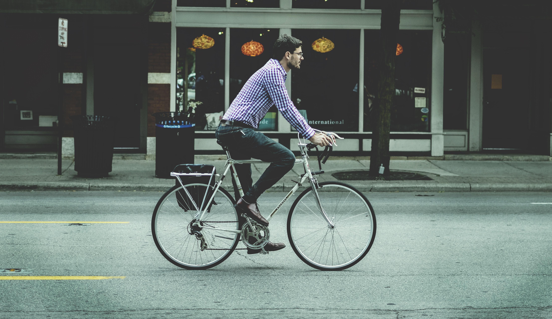 GAY CYCLIST SHUTS DOWN HATE PREACHER IN GLASGOW