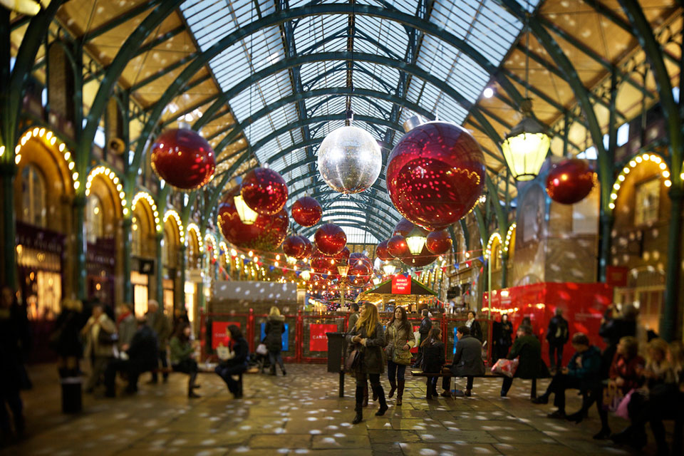 Sending Christmas Gifts Abroad This Year? Here's How to Get Value for your Money