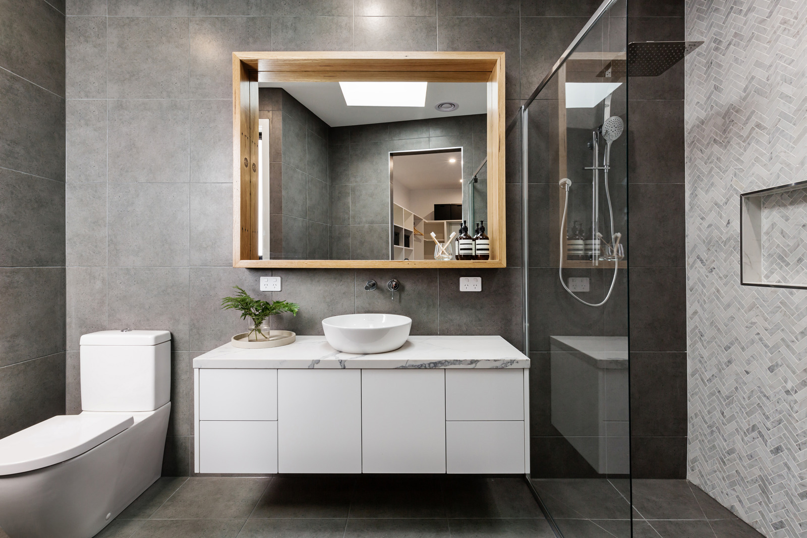 How to choose the best bathroom wall panels?