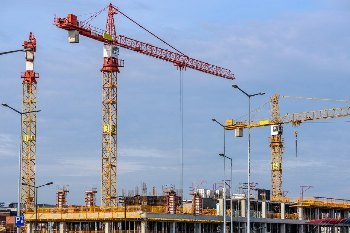 Why Investing In Lifting Equipment Is Important For Workplace Efficiency & Safety